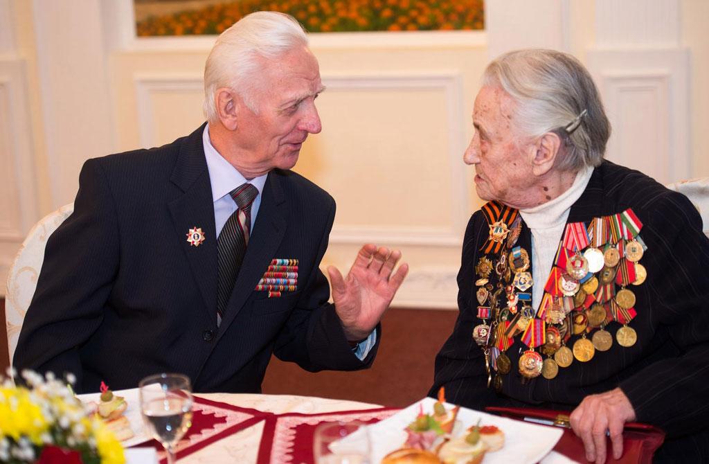 Ветераны Великой Отечественной войны на вручение медалй к 70-летию Победы