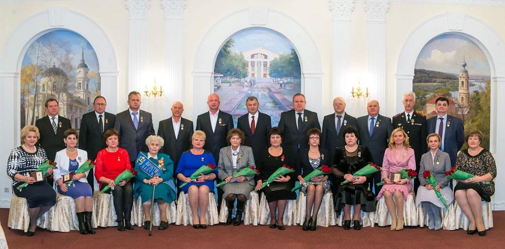 19 октября 2016 Артамонов вручает государственные награды
