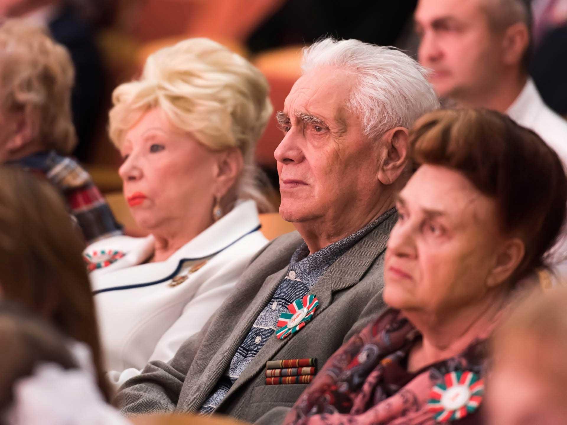 зрители торжества посвященному 75-летию
