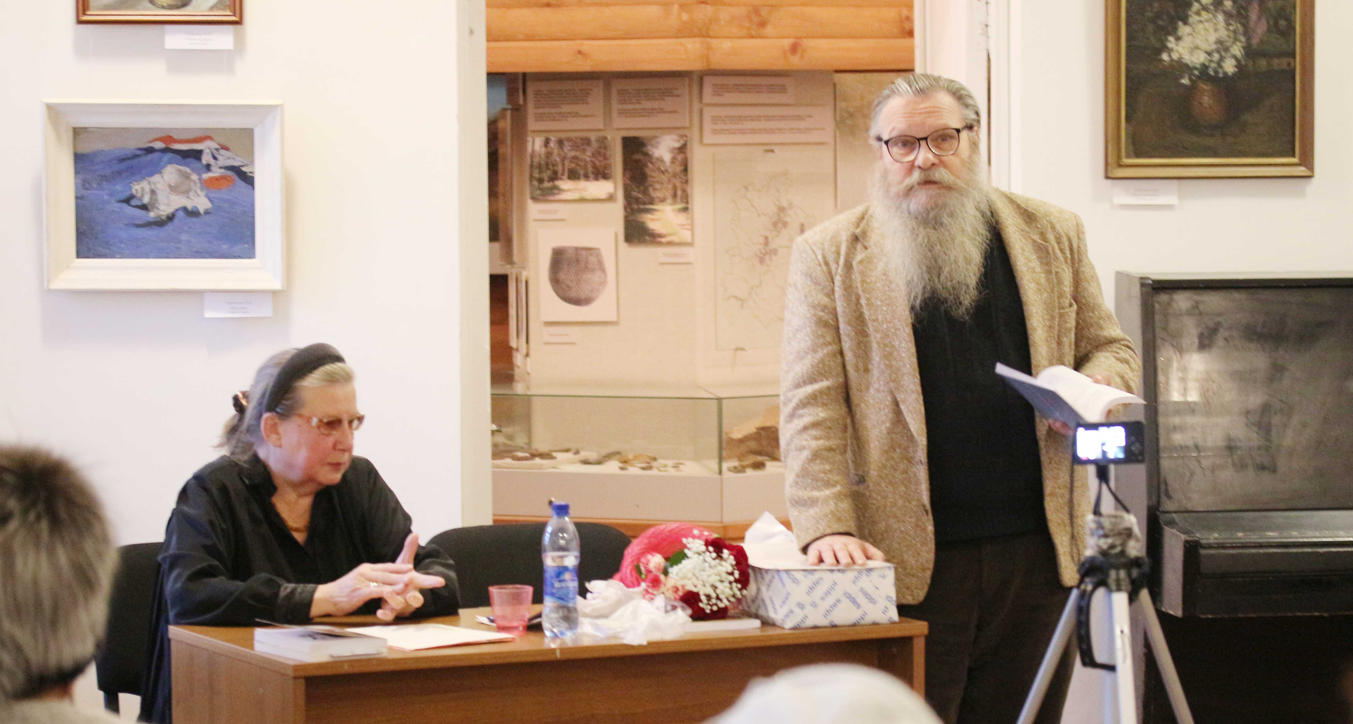 свои стихи читает Сергей Сёмкин