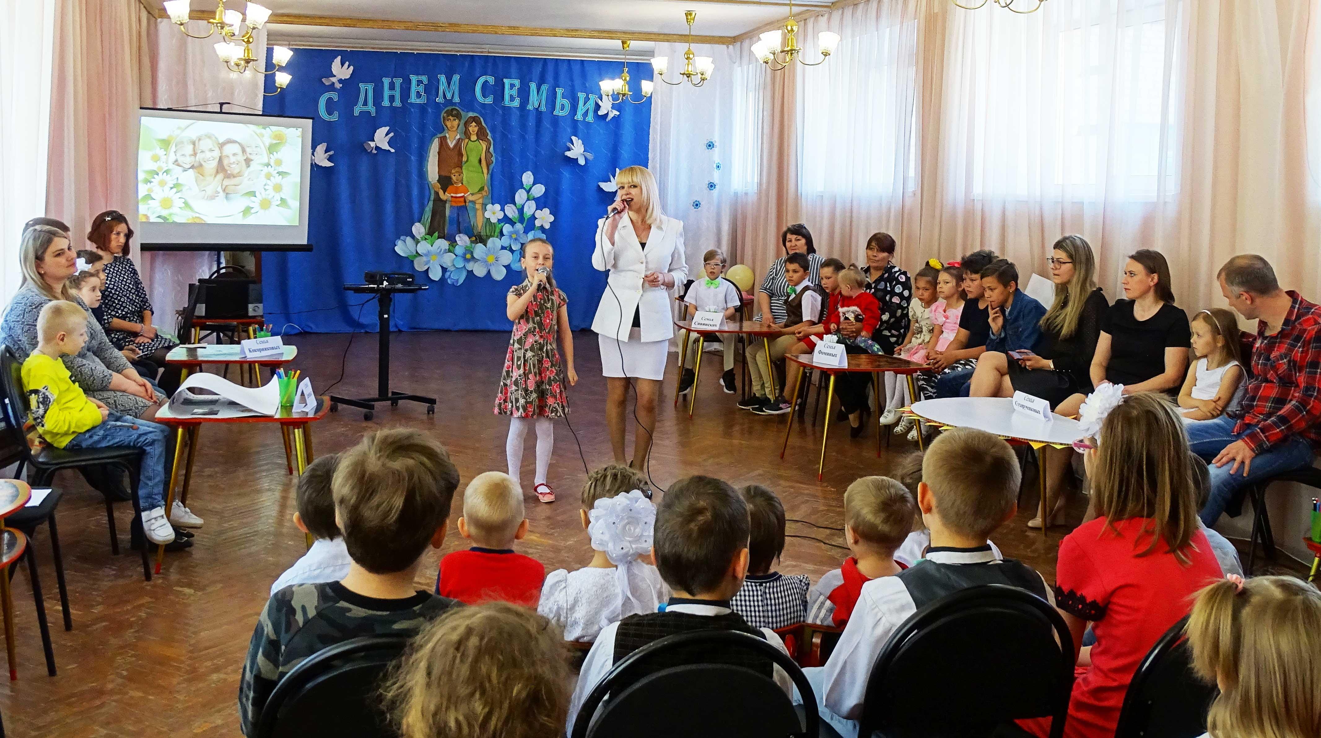 Выступает Олеся Степанчикова  и воспитанница «Ровесника»