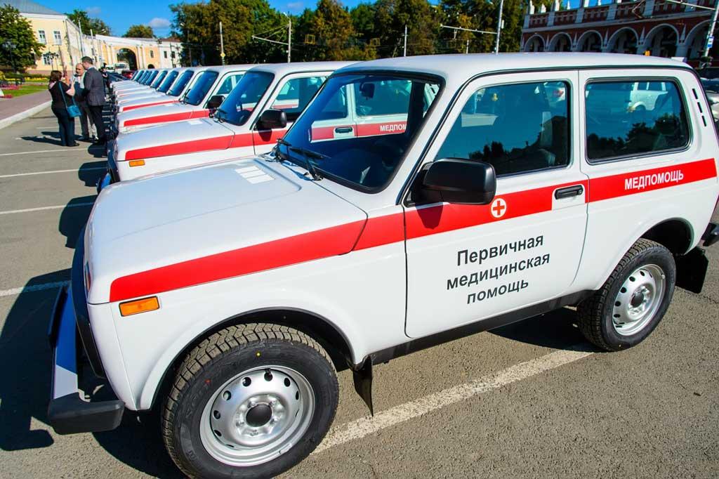 губернатор Анатолий Артамонов принял участие в торжественной церемонии передачи автомобилей